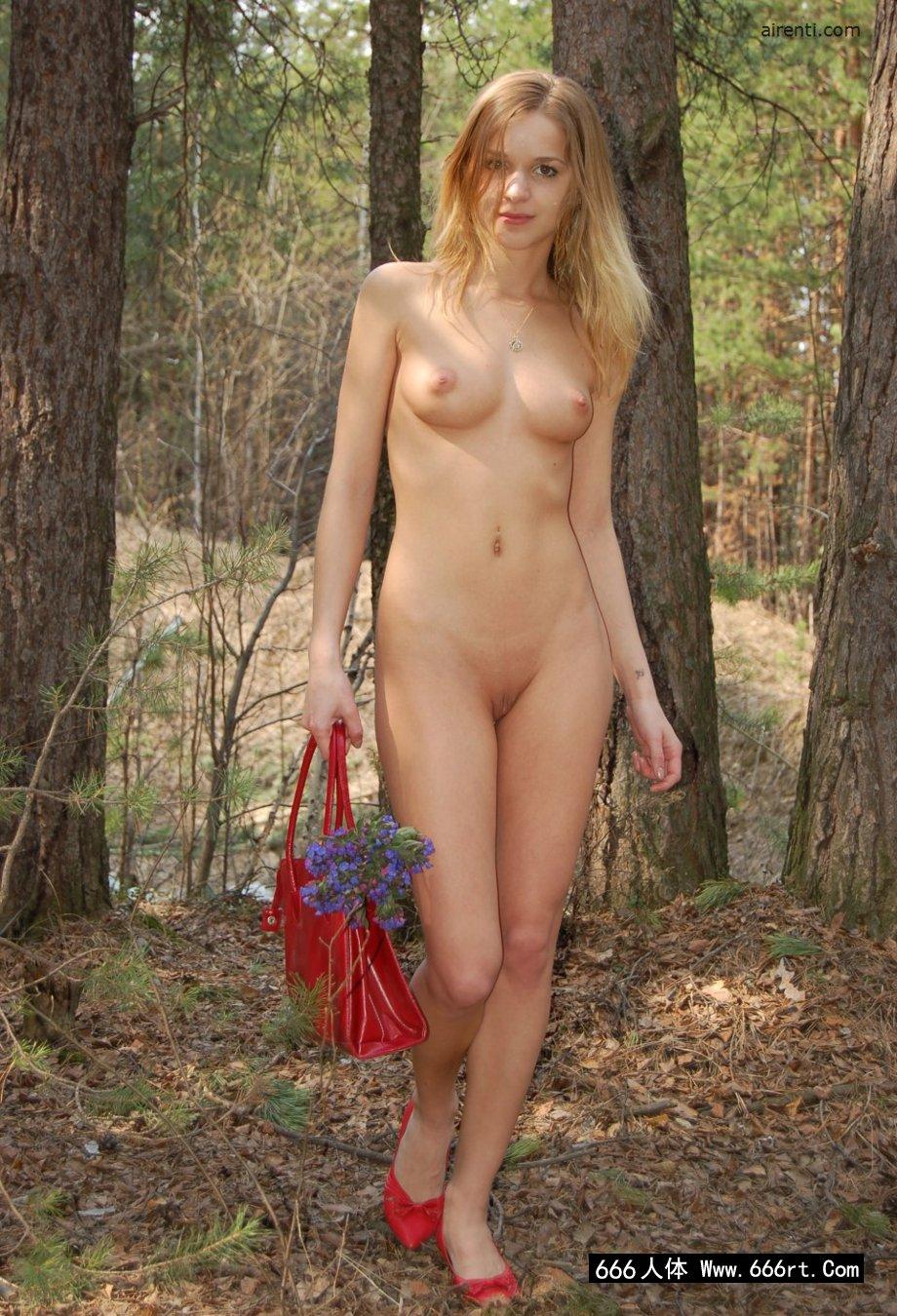 欧美最大胆人体艺术_俄罗斯美模Masha松树林外拍