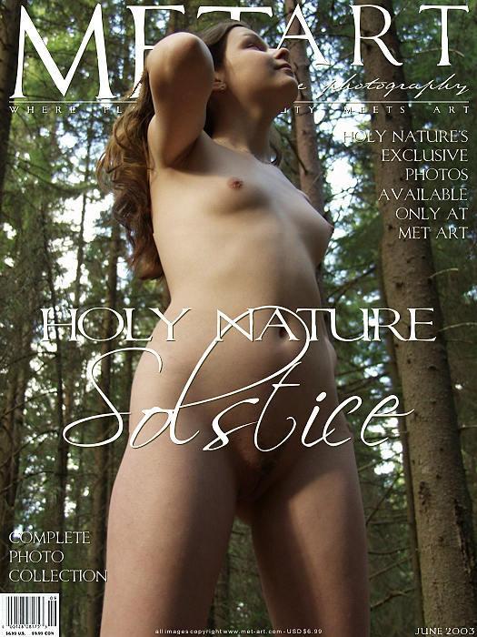 年轻美丽的Met-Art姑娘森林外拍