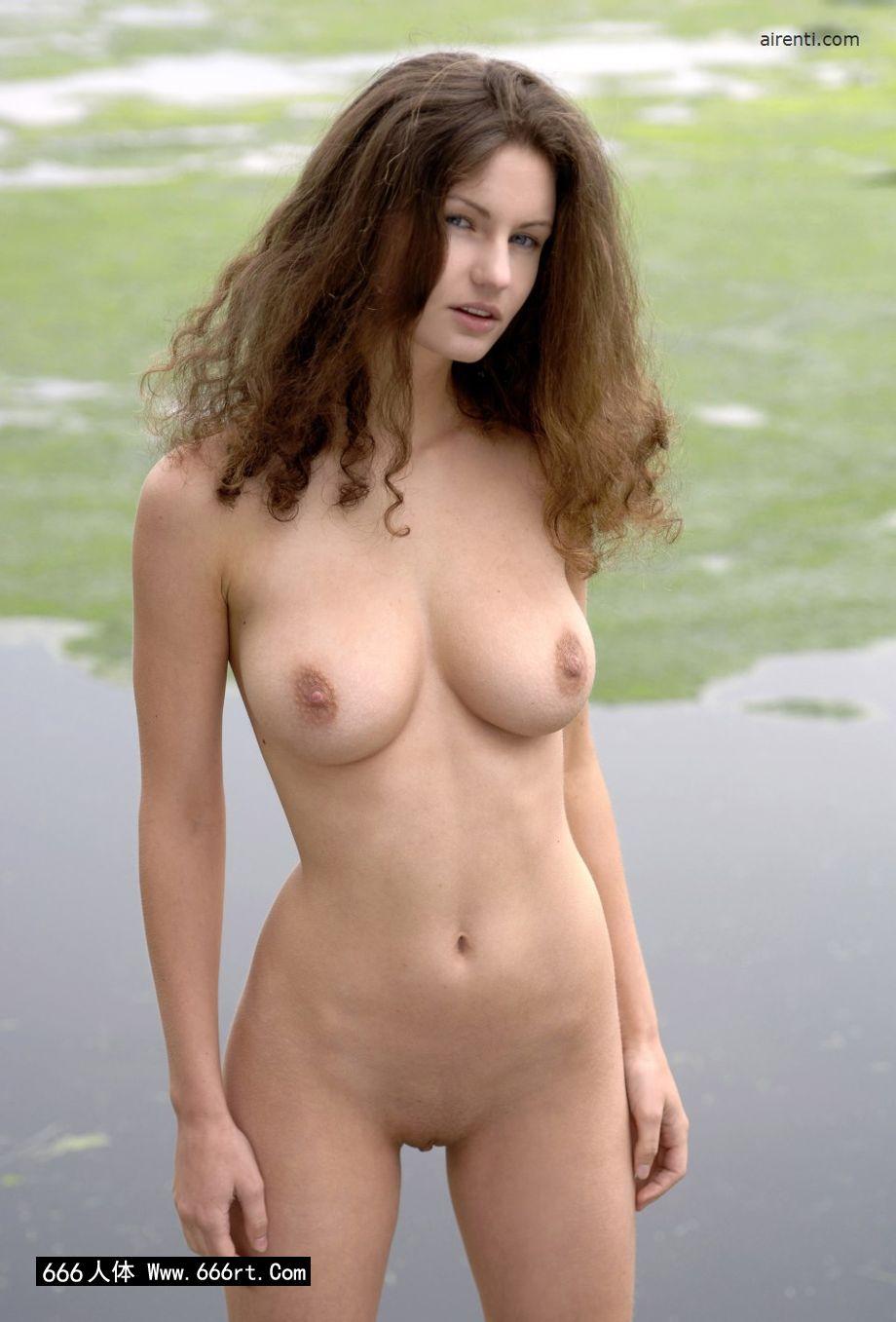 外拍湖边身材超好的名模Janice