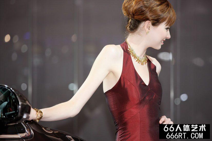 广州车展上的漂亮超模_办公室老板和我爽18P