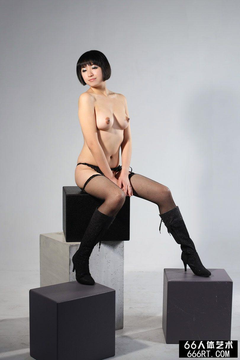 薛婧闺魅第26张_美模明美08年12月19日室拍