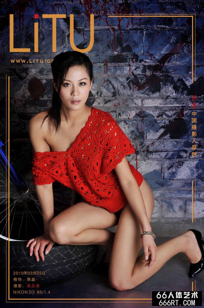 名模寒磊10年3月5日室拍泳装写照