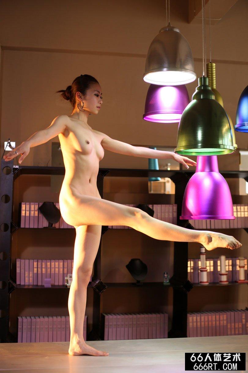 亚洲女性西西人体艺术摄影,超模贝贝09年4月12日红丝绸室拍
