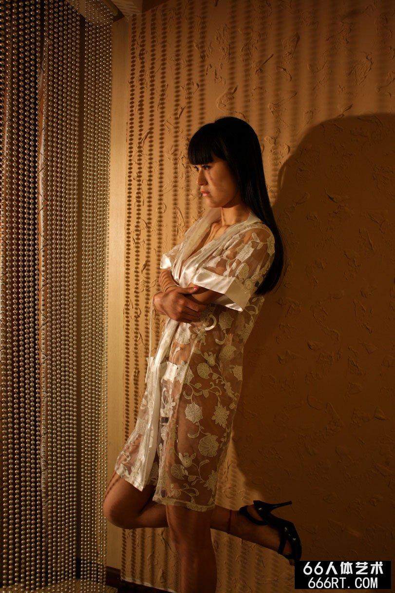 名模唤莎09年4月19日室拍人体