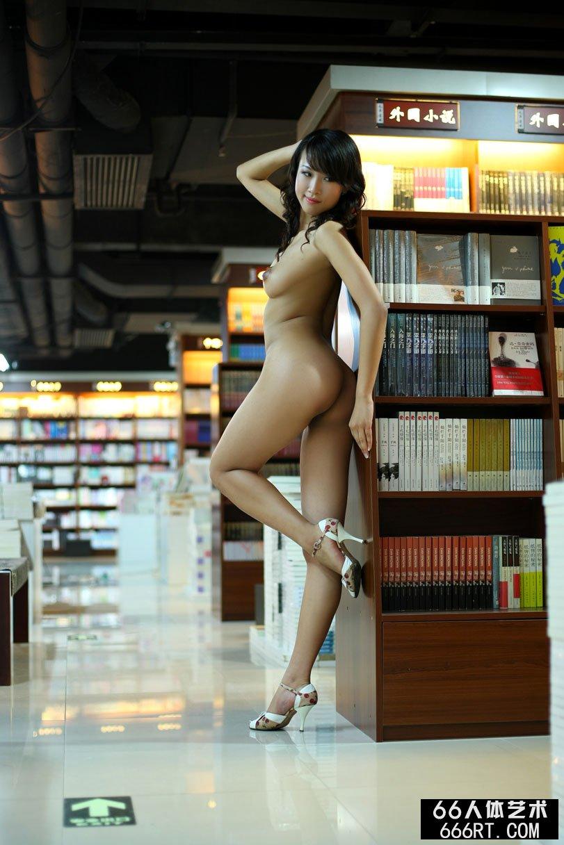 国模芳芳08年7月14日图书馆室拍