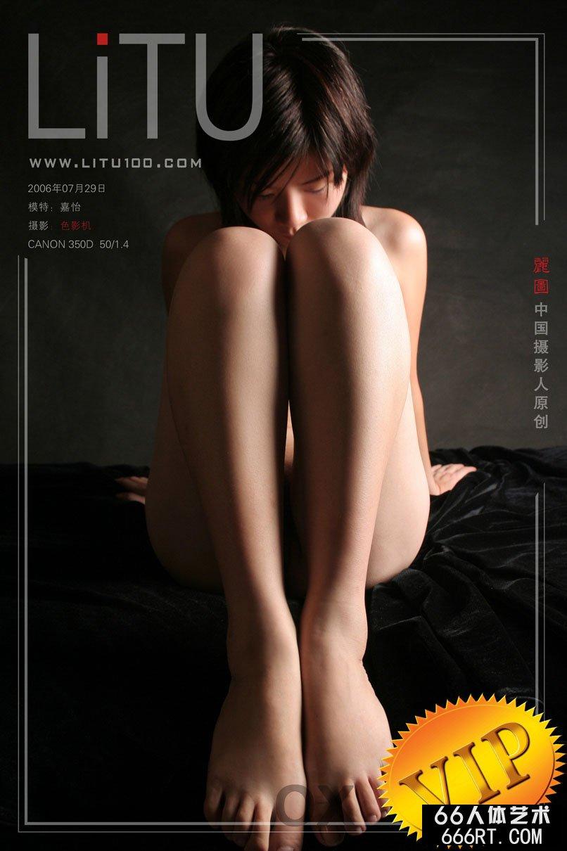 裸模嘉怡06年7月29日黑色背景棚拍