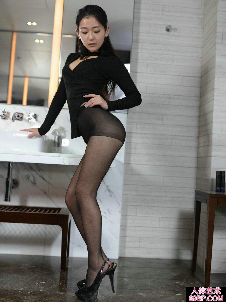 黑衣妹子美依黑色薄丝和肉丝交替摄影