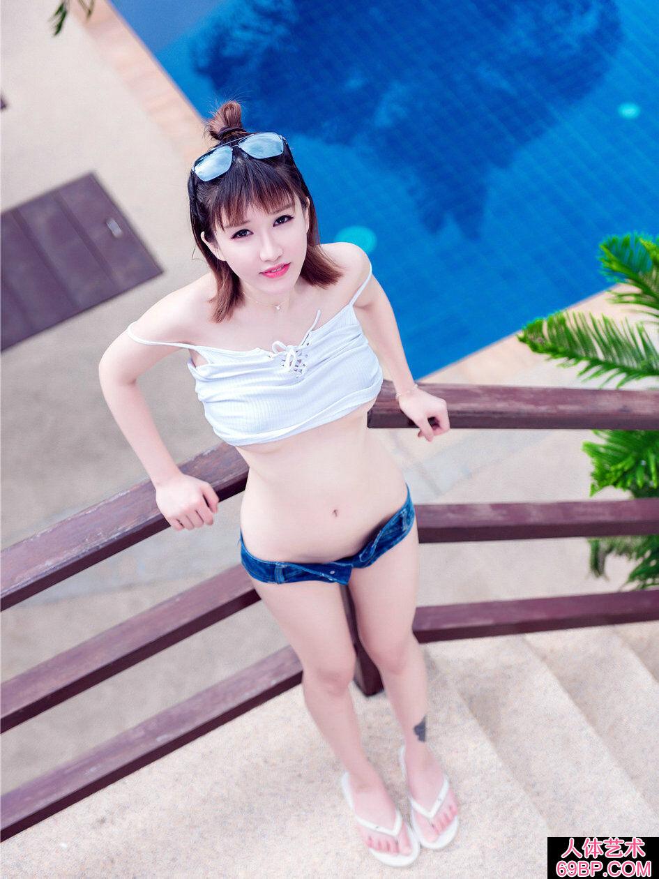 普吉岛海景酒店外拍时尚妹子k8内衣