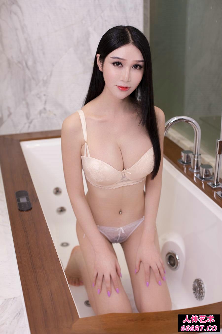 室拍遮不住爆乳的李宓儿浴室写照