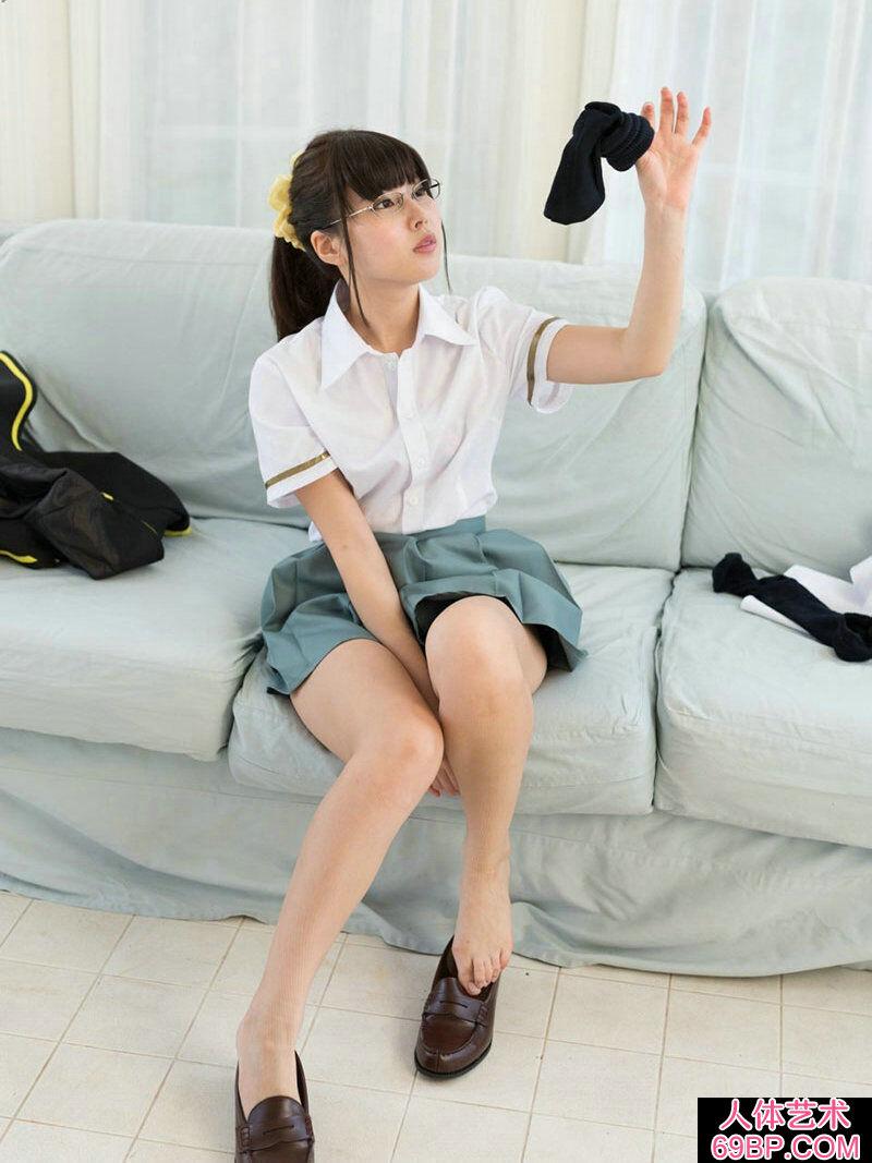 斯文清秀的眼镜妹子彩城���Y菜摄影