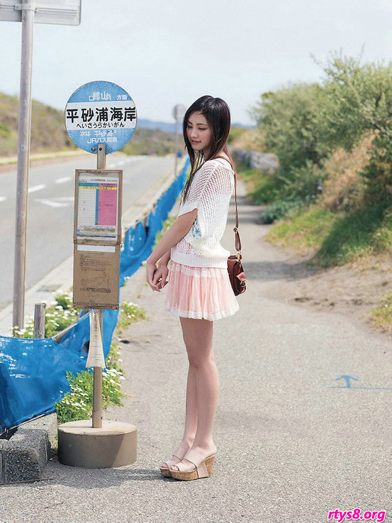 长头发靓妹�L�Y香海滩外拍唯美照片