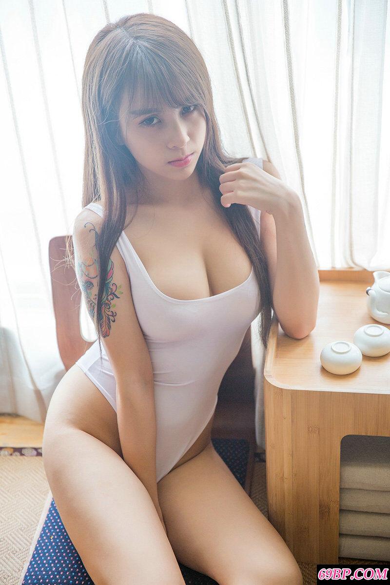 身材丰腴的绝品靓妹夏美美内裤摄影