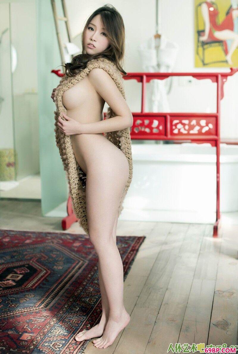 身材非常火爆的国模紫琪人体写照