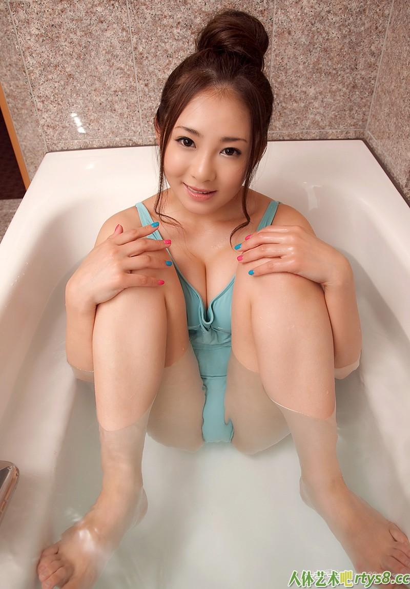 东洋伊人初音みのり浴室写照